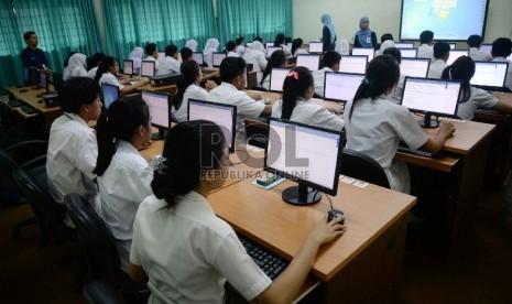 pelajar-mengikuti-ujian-nasional-berbasis-komputer-ilustrasi-_150413154947-746
